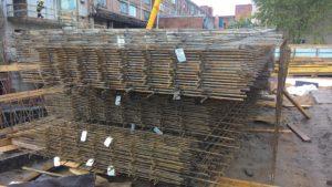 Складирование пачек (связок) сеток на строительной площадке